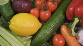couve flor : Camera is flying slowly and low over a bunch of different vegetables with water drops after being washed