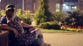 proximidade : couple relaxing in the park Stock Footage