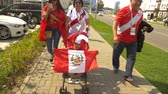 SOCHI, ADLER, RUSSIA - June 26, 2018: FIFA 2018. Football fans of the national team of Peru and Australia are going to the match at the stadium Fisht in the Olympic village. 4K, EDITORIAL Vídeos