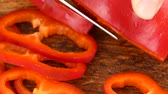 chop the red pepper slices Stok Video