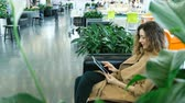 наркомания : Beautiful businesswoman sitting on the couch shopping center and using a tablet