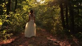 сбор винограда : Young Woman in Vintage Wedding Dress walking in Forest Background