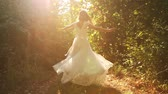 сбор винограда : Young Woman Vintage Dress Spinning in Forrest Happiness Concept