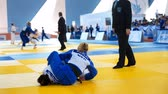 concorrentes : St. Petersburg, Russia - April 16, 2016: Match Amber Gersjes of Netherlands (blue) vs Mariam Eserkeeva of Russia during the Junior European Judo Cup. 346 athletes from 22 countries participated in the competition Stock Footage