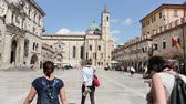 most : ASCOLI PICENO, ITALY - AUGUST 25: people walking in Peoples square, one the most beautiful world square on august 25,2015 in Ascoli Piceno - Italy Dostupné videozáznamy