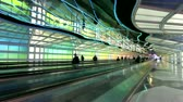 escada rolante : Chicago, IL- Feb 2: Time lapse of people moving in the Chicago OHare Airport Febuary 2, 2011 in Chicago, IL. Stock Footage