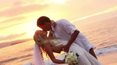 casamento : Just married couple on beach at sunset