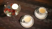 compromisso : Burning the candle scattered gemstones. TTwo cups of beautiful aromatic coffee Vídeos