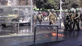 vontade : Santiago, Chile - April 19, 2018: Chilean riot Police disperse protesters during a demonstration demanding an end to the Profit in the Education.