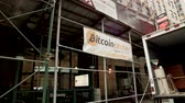 yeni : Bitcoin Storefront in Downtown Manhattan Stok Video