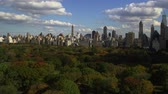 beroemd : Pan van Central Park in de herfst Stockvideo