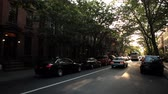 автомобиль : A car moves past the camera in Park Slope, Brooklyn