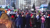 trenó : Russia, Novokuznetsk - 18.02.2018: a crowd of people on holiday in the winter
