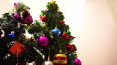 textura : Greeting Season concept.Dolly of ornaments on a Christmas tree with decorative light