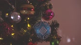 borovice : Greeting Season concept.Dolly of ornaments on a Christmas tree with decorative light