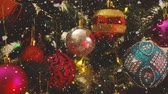 ramo : Greeting Season concept.Dolly of ornaments on a Christmas tree with decorative light and falling snow in 4k (UHD)