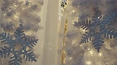em linha : Greeting Season concept. Gimbal shot of ornaments on a Retro Christmas tree with decorative stripe line in 4k (UHD) Stock Footage