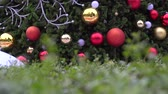 bolas : Greeting Season concept.Gimbal shot of ornaments on a Big Christmas tree