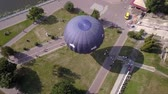 дирижабль : Flying drone near the Balloon on the background of the city of Ternopil near the lake and park. Colorful Hot Air Balloons in Flight Стоковые видеозаписи
