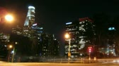 nuit : Los Angeles Skyline at Night avec le trafic stries par. HD 1080 en boucle. -
