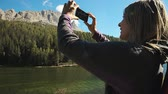 dolomiti : Blonde woman in vacation taking pictures of mountains