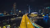 Images floues Hyperlapse de la circulation et de la construction à Singapour