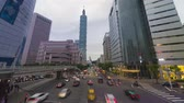 Taipei, Taiwan - 5 mai 2019: trafic intense à Taipei, district de Xinyi Vidéos Libres De Droits