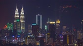 maleisie : KUALA LUMPUR, MALAYSIA - JUNE 21, 2019: 4k Time-lapse footage of Kuala Lumpur cityscape with Genting Highland at the background Stockvideo