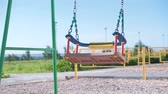 recessão : Swing swing on the Playground.