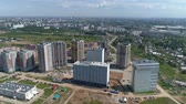 evler : Aerial shot of the city. Multi-storey buildings, roads. Stok Video