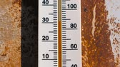 termometre : Thermometer on a rusty wall which shows 30 degrees of heat.