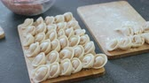 mięso mielone : Dumplings with mince meat on a wooden board. Close-up view. Wideo