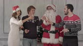 saúde : Group of people toasting at a celebration of christmas and clinking their glasses together. They drink champagne and then blow favor horns. Professional shot on BMCC RAW with high dynamic range. You can use it e.g in your christmas or new year commercial  Stock Footage