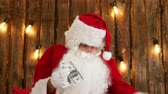 cláusula : Santa Claus counting his money and showing money disappearing trick Vídeos