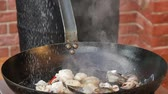 zeytinyağı : Cooking seafood in a pan with olive oil and parsley Stok Video