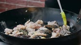 polvo : Chef is cooking seafood dish Stock Footage