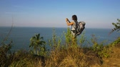 comprometido : Young woman backpacker taking photo with cellphone on mountain peak