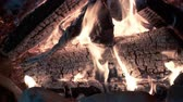 камин : UHD closeup shot of the burning fireplace