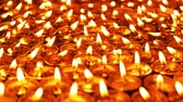 종교적인 : 1080p shallow depth of field 60 fps shot of candles burning in the dark