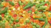 ervilha : Closeup 1080p dolly of the vegies in a fry pan Stock Footage