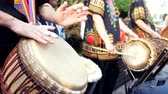 gruppo musicale : Group of people playing African drums, Djembe jembe in a sunny city street