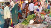 tribo : Mandu, India - December 2, 2017: Saturday market at Mandu, Madhya Pradesh, India. Tribal people gather here once a week from the villages of the Bastar region Vídeos
