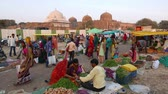 Mandu, India - December 2, 2017: Saturday market at Mandu, Madhya Pradesh, India. Tribal people gather here once a week from the villages of the Bastar region Стоковые видеозаписи