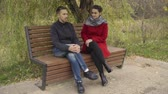 дружок : Man and woman talking on the bench