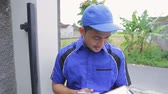 maintenance : techinician coming to customer house