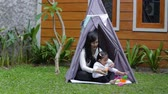 simplicidade : play toys with mother in tent