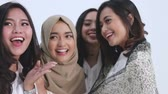 amontoado : Group of muslim woman selfie