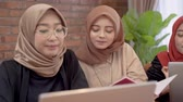 scarf : muslim woman using tablet with friend together Stock Footage