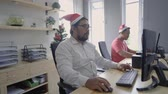 colegas de trabalho : asian worker team working in the office during christmas
