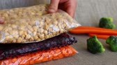 konzervace : Freezer safe bags. Packing Vegetables for Freezing